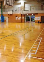 男子バレーボール部の練習中に、コーチの男性臨時講師が部員を平手打ちした尼崎市立尼崎高校の体育館=16日午後、尼崎市上ノ島町1(撮影・小谷千穂)