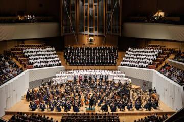 開館10周年記念で行われた公演の様子。「グレの歌」のオーケストラはさらに大編成になる見込み=2014年12月7日、川崎市幸区のミューザ川崎シンフォニーホール(青柳聡さん撮影)