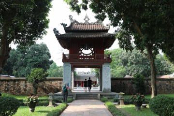 ベトナム·ハノイの孔子廟を訪ねて