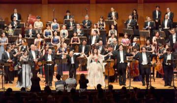 第24回宮崎国際音楽祭のフィナーレを飾った歌劇「ラ・ボエーム」=19日午後、メディキット県民文化センター・アイザックスターンホール