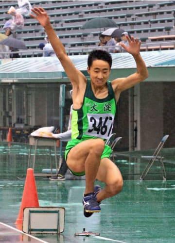 【男子三段跳び共通決勝】大会新の13メートル27で優勝した谷口陽斗(大淀)