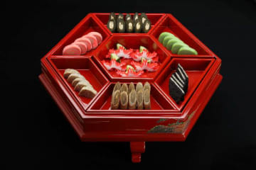 琉球王朝時代に使われた東道盆。琉球料理が日本遺産に認定された