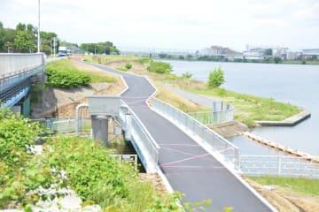 25日に供用を開始する「ピクニック橋」=川崎市多摩区