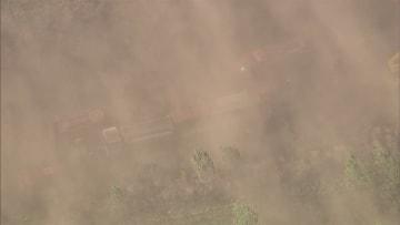 視界ゼロ「全然見えない!」 砂嵐で玉突き事故 14人けが 北海道