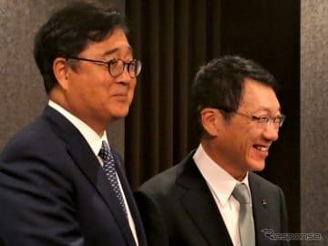 三菱自動車の益子現CEOと加藤新CEO