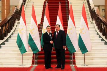 タジキスタン大統領、王毅氏と会見