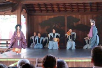 西本願寺で演じられた宗祖親鸞の誕生を祝う祝賀能(京都市下京区・南能舞台)