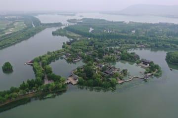 常熟·尚湖風景区、湖面の輝きが織りなす風景 江蘇省