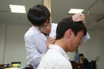 調和を保ち共生を目指す マレーシア留学生、中国医学を学ぶ