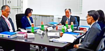 県の申し出を審査する国地方係争処理委員会の初会合=20日、総務省