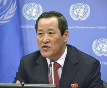 米ニューヨークの国連本部で記者会見する北朝鮮の金星国連大使=21日(共同)