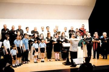 上尾、トロントの合唱団が合同コンサートを開催。「花は咲く」などを名曲の数々が会場に響いた=19日午後、上尾市文化センター小ホール