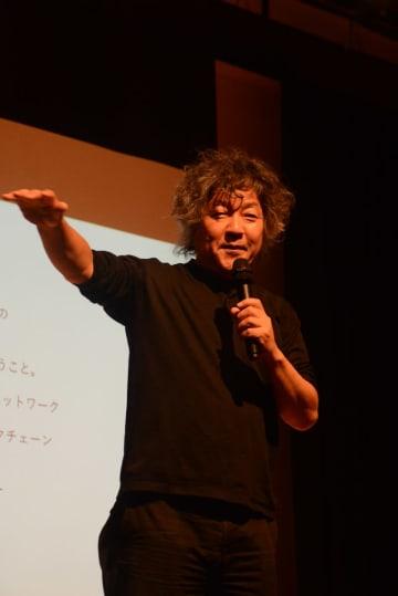 講演する脳科学者の茂木健一郎さん=佐賀市白山のエスプラッツ