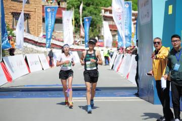 四川省チベット族居住区、高原ハーフマラソン開催