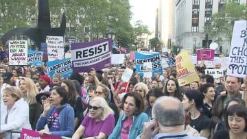 アラバマ州中絶禁止法に抗議デモ 全米各地で撤回求め集会