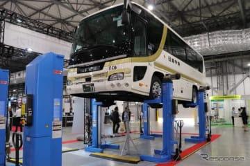 株式会社アイペックが紹介するイタリア・ラバリオリ社製の移動式大型車用リフト。