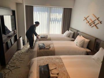 家族での利用を想定して多くしつらえたベッド3台の客室「トリプルルーム」(京都市南区・ホテルヴィスキオ京都)