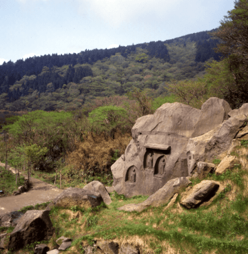 初夏の箱根で史跡めぐりハイキング 鎌倉の湯坂路と江戸の箱根八里、両時代の史跡を案内