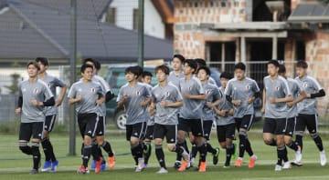 エクアドル戦に向け調整する日本の選手たち=ビドゴシチ(共同)