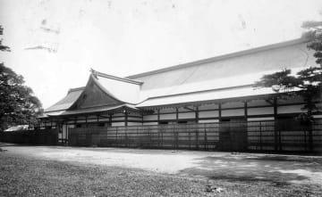 京都御所近くに建てられ、昭和大礼の際に使われた饗宴殿(京都府立京都学・歴彩館蔵)