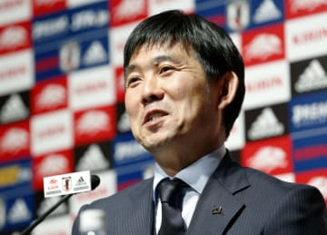 サッカーの国際親善試合に臨む日本代表メンバーを発表する森保監督=23日、東京都文京区