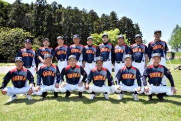 第2回全日本シニア軟式野球大会に出場する紫波かしわクラブのメンバー