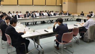 総務省統計委員会の「点検検証部会」=23日、東京都内