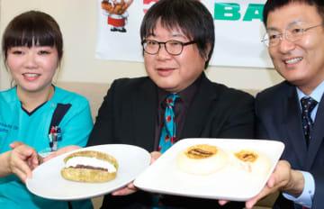【「サーモンチーズおやき」(右)と「お豆腐クリームの抹茶揚げパン」】