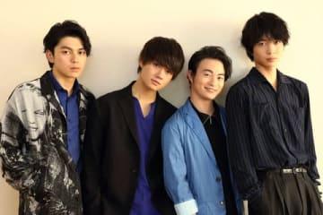 映画「小さな恋のうた」に出演する(左から)眞栄田郷敦さん、佐野勇斗さん、森永悠希さん、鈴木仁さん