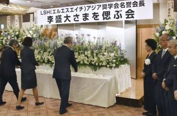 東京都千代田区で開かれた李盛大さんをしのぶ会=24日午後