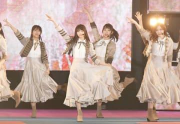 18日に行われた「Rakuten GirlsAward 2019 SPRING/SUMMER」で新曲「Sing Out!」を披露した「乃木坂46」