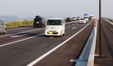全線開通した国道8号「白根バイパス」=新潟市南区鰺潟