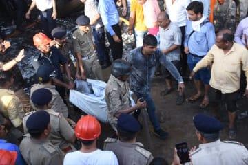 インドでビル火災 少なくとも19人死亡