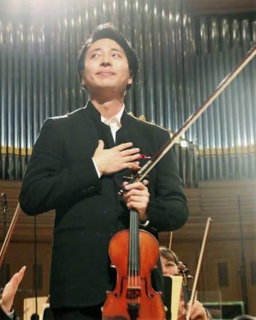 エリザベート王妃国際音楽コンクール決勝で演奏を終えた岡本誠司さん=22日、ブリュッセル(共同)