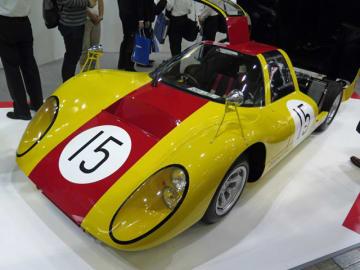 第5回日本GPで、トヨタ7や日産R381、ポルシェカレラ10などと渡り合った「ダイハツP-5」、その排気量は1.3リッター、全長×全幅×全高3850×1650×990mm、重量510kgの小さなレーシングカーで「ハイパーコンパクト」と呼ばれた