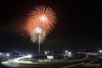 富士の夜空を彩る打ち上げ花火