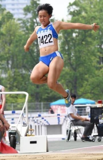 陸上女子七種競技で県新記録を樹立した熱田心の走り幅跳び=シティライトスタジアム