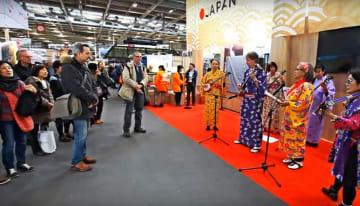 フランスの旅行博で大勢の来場客の人気を集めた日本ブース=フランスのポルト・ド・ベルサイユ展示会場