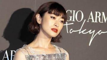 イタリアのファッションブランド「ジョルジオ・アルマーニ」の初のクルーズコレクションに来場した山田優さん