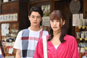 連続ドラマ「パーフェクトワールド」に出演する山本美月さん(右)と瀬戸康史さん=関西テレビ提供