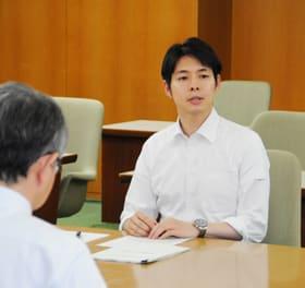 補正予算編成の考え方を語る鈴木知事