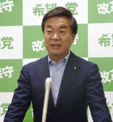 希望の党代表を辞任し、記者会見する松沢成文氏=28日午後、国会
