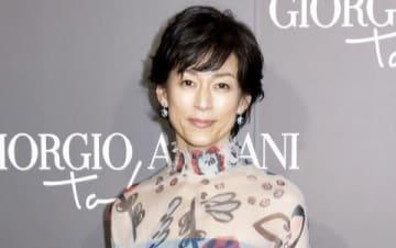 イタリアのファッションブランド「ジョルジオ・アルマーニ」の初のクルーズコレクションに来場した鈴木保奈美さん