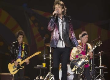 SANTIAGO, CHILE - FEBRUARY 03: Mick Jagger of The Rolling Stones performs live on stage during the America Latina Ole Tour 2016 at Estadio Nacional on February 03, 2016 in Santiago, Chile. (Photo by Carlos Muller/Getty Images for TDF Productions)