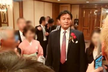 「貴乃花御縁会」では出席者から撮影&サイン攻めに。