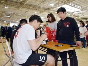 千葉ジェッツふなばしの選手との触れ合いイベントの様子