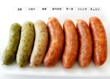 清川茶やパセリ、ユズなど清川村の食材が練り込まれたソーセージ。1皿500円で販売される