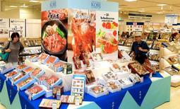 定番商品に加え、神戸ならではの商品が並ぶお中元の特設売り場=30日午前、そごう神戸店(撮影・後藤亮平)