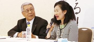 黒須さん(左)と鄧さん