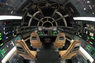 「ミレニアム・ファルコン:スマグラーズ・ラン」のコックピット 一度座れば映画の一員になった気分 - (C)Disney / Lucasfilm Ltd. (C) & TM Lucasfilm Ltd.
